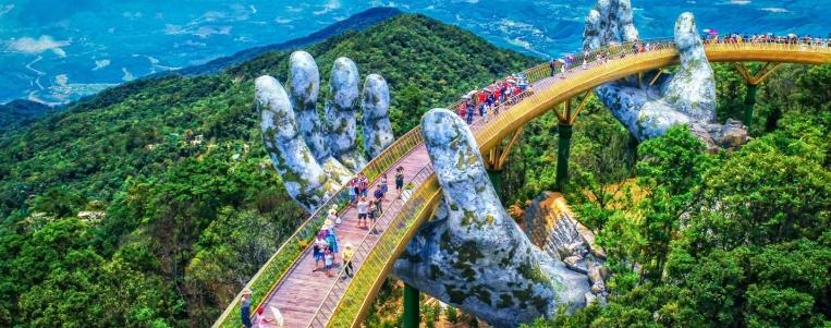 Tourists flock to Đà Nẵng fests