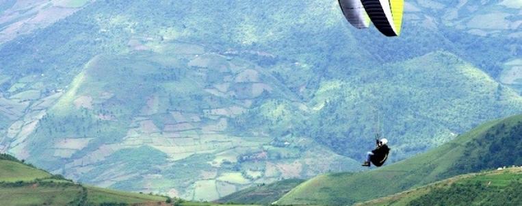 Paragliding festival in Yên Bai