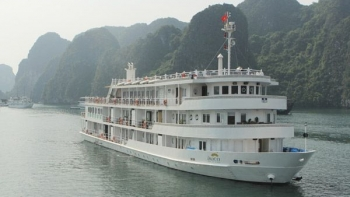 Top cruise in Halong bay on AuCo boat