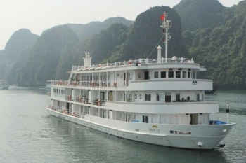 Top cruise in Halong bay on 5 stars junk