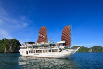 Discovery of Halong bay with BaiTho boat
