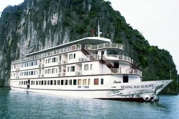 Cruise in Halong bay on Huonghai Sealife Junk