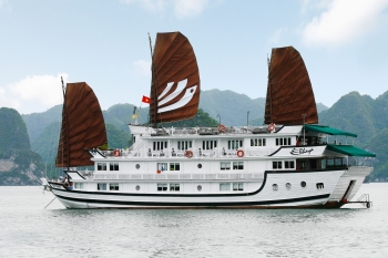 Amazing cruise on luxury junk in Halong bay