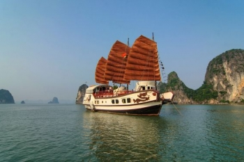 Cruise discovery Halong bay with Indochina Junk