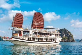 Discovery Halong bay with a popular cruise
