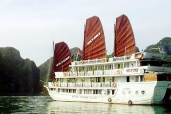Deluxe cruise on Victory boat in Halong bay