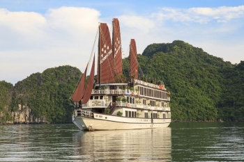 Luxury cruise on boat 5 stars in Halong bay